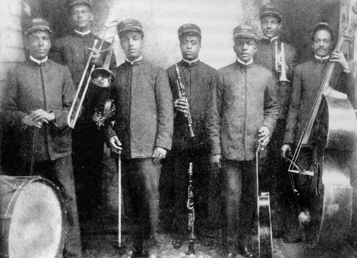 Ο John Mac Murray με την Imperial Orchestra, γύρω στο 1905